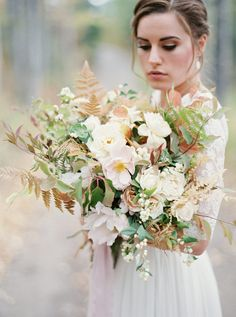 Photography : Rebecca Hollis Photography | Floral Design : Beargrass Gardens Florals And Events Read More on SMP: http://www.stylemepretty.com/little-black-book-blog/2016/01/21/rustic-elegant-floral-inspiration-from-the-wild-west-flower-workshop/