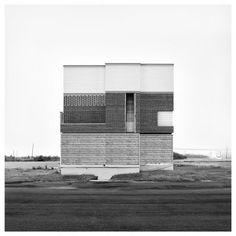 « Square in Square » par Oliver Michaels  l'artiste se concentre sur l'architecture en réalisant des bâtiments imaginaires faits à partir d'assemblages d'éléments architecturaux. #architecture #photo #art #archi