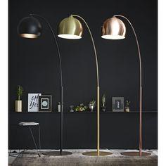Stehlampe aus goldfarbenem Metall Floor lamp in gold-colored metal Tall Floor Lamps, Gold Floor Lamp, Floor Lamp Base, Tall Lamps, Chill Lounge, Sala Vintage, Unique Vintage, Rustic Lamps, Home Decor