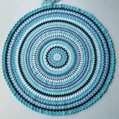 All I need is yarn! Mandala Yarn, Crochet Mandala Pattern, Crochet Patterns, Crochet Rugs, Crochet Mandela, Sewing Crafts, Diy Crafts, Maila, Crochet Blocks