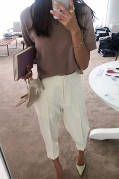 Stylish Everyday Outfits To Get You Through The Rest Of Summer White trousers with beige sweater and white heels Workwear Fashion, Work Fashion, Sporty Fashion, Everyday Outfits, Everyday Fashion, Casual Chic, Chic Outfits, Fashion Outfits, Heels Outfits