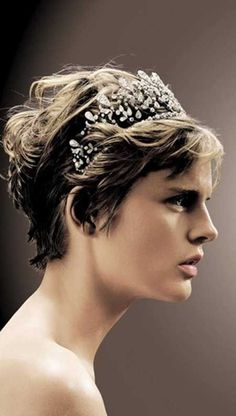 Wedding Hairstyles for Short Hair Stella Tennant granddaughter of Andrew Cavendish, Duke of Devonshire in the Chamuet Bourbon-Parme tiara.Stella Tennant granddaughter of Andrew Cavendish, Duke of Devonshire in the Chamuet Bourbon-Parme tiara. Short Wavy Pixie, Short Hair Cuts, Short Hair Styles, Pixie Cuts, Best Wedding Hairstyles, Pixie Hairstyles, Pixie Haircuts, Trendy Hairstyles, Haircut Parts