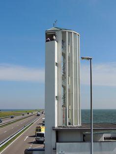 de Uitkijktoren op de afsluitdijk. The Netherlands