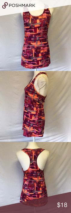 🤩 (3 FOR $25) Reebok Patterned Workout Tank, L Reebok Patterned Workout Tank, L EXCELLWNT CONDITION NO DEFECTS ASK FOR MEASUREMENTS IF NEEDED Reebok Tops Tank Tops