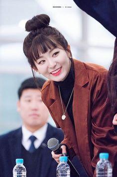South Korean Girls, Korean Girl Groups, Wendy Red Velvet, Kang Seulgi, Red Velvet Seulgi, Bare Bears, Korean Bands, K Idol, Peek A Boos