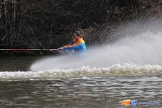 3/31   Photo du water stunt show, Jim Bond H2O situé à Holiday-Park (Allemagne). Plus d'information sur notre site http://www.e-coasters.com !! Tous les meilleurs Parcs d'Attractions sur un seul site web !!