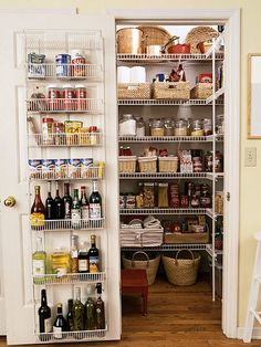 45 Ideas For Small Pantry Organization Wire Shelves Baskets organization ideas Office Pantry Shelving, Pantry Storage, Wire Shelving, Door Storage, Extra Storage, Walkin Pantry Ideas, Walk In Pantry, Ideas Despensa, Small Pantry Organization