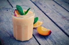 Peach, mint, lemon detox smoothie Smoothie Bar, Smoothies, Lemon Detox, Shake It Off, Detox Recipes, Food For Thought, Panna Cotta, Artisan, Peach