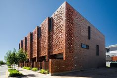 Brick brise-soleil: eight perforated brick facades lighting up Australian buildings Architecture And Design Masonry Work, Brick Masonry, Brick Facade, Brick Design, Facade Design, Box Architecture, Brick Works, Brick Detail, Facade Lighting