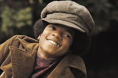 In the Michael Jackson was young, but still a big name in the music industry. He is known as the king of pop, and his music influences people today. His music shaped the music of this time era. Jackie Jackson, Young Michael Jackson, The Jackson Five, Photos Of Michael Jackson, Jackson Family, Michael Jordan, Beyonce, Rihanna, Paris Jackson