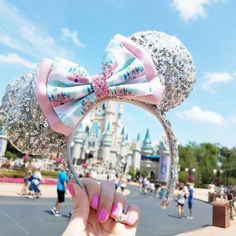 Pink Disney Castle // Deluxe Size // Disney Park Inspired Printed Glitter Fabric Hair Bow // BOW ONLY // Ears NOT included Rosa Disney Castle / / Deluxe Größe / / Disney Park inspiriert Disney Diy, Diy Disney Ears, Cute Disney, Disney Dream, Disney Style, Disney Crafts, Disney Parks, Walt Disney, Disney Bound