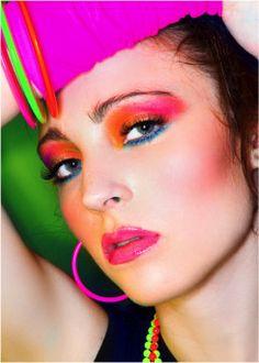 bright eye make-up 1980 Makeup, 80s Makeup Looks, Retro Makeup, Vintage Makeup, 80s Birthday Parties, 80s Party, Mode Disco, Look 80s, Makeup Tips