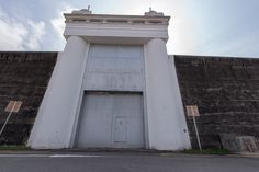 1) Exterior View of Old Changi Prison Entrance Gate and Wall.jpg 1,703×1,137 pixels