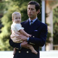 April 1983 ~ Prince Charles is holding his nine-month-old son, Prince William, as they prepare for a photo call on the lawn at the Government House in Auckland, New Zealand. Prince Charles Sons, Prince William Family, Charles And Diana, Prince William And Catherine, Baby Prince, Prince And Princess, Royal Family Pictures, Prinz William, English Royal Family