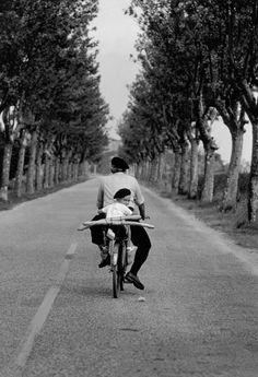 mimbeau:  On the roads of Provence France 1955 Elliott Erwitt