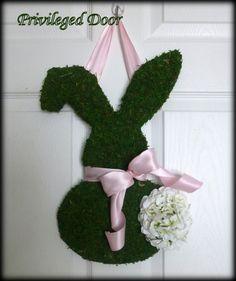 Easter Wreath.   Moss Covered Bunny with por PrivilegedDoor en Etsy