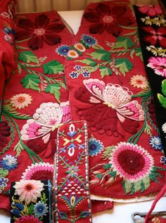 beautiful and inspirational old classic swedish embroidery from the dalecarlia province called 'påsöm'( Not sure why this LOOK is called Swedish? I understand if it was made there but it looks like something you could see in Mexico,USA, & Brazil too? Scandinavian Embroidery, Swedish Embroidery, Wool Embroidery, Vintage Embroidery, Ribbon Embroidery, Embroidery Stitches, Embroidery Patterns, Textiles, Folklore