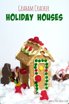 ♥ Graham Cracker Houses: Step-by-step tutorial for making graham cracker houses, and a fun recipe for using up the leftover pieces - Eazy Peazy Mealz ♥ fantastic for faery treats! Christmas Gingerbread House, Christmas Cookies, Holiday Fun, Christmas Time, Christmas Crafts, Gingerbread Houses, Christmas Recipes, Easter Crafts, Holiday Ideas