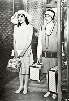 Mary Tyler Moore, Julie Andrews - THOROUGHLY MODERN MILLIE (Hysterically funny, often overlooked musical)