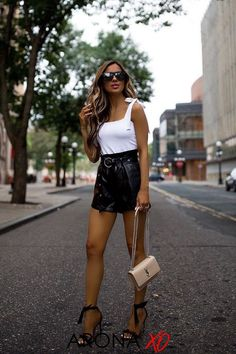 Need ideas for going out outfits for women? We've got 50 of the best going out outfit ideas from all the most popular Instagram babes that you can copy for your next night out. See what going out outfits night styles trending and flaunt your casual going out outfit or going out outfits jeans on the gram at your next girls night out, party outfit inspirations summer or drinks at the bar. #goingoutoutfits #goingoutoutfitsnightbar #cutegoingoutoutfits #classygoingoutoutfits #allblackgoingoutoutfits Go Out Outfit Night, Night Outfits, Weekend Outfit, Classy Going Out Outfits, Miami Outfits, Sexy Outfits, Effortlessly Chic Outfits, Black Leather Shorts, Distressed Black Jeans