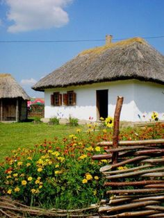 Picturesque old Ukrainian hata(house), from Iryna Kiev Ukraine, Ukrainian Art, Central Europe, Eastern Europe, Country Life, Cool Pictures, Beautiful Places, Scenery, Places To Visit
