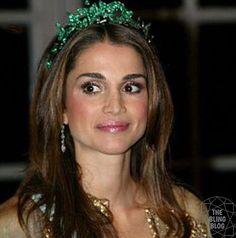 REGALITÀ GIOIELLI: Rania da Jordânia, com tiara de Esmeralda Bouchero...