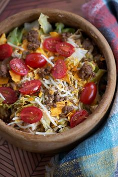 I just made a really easy Lazy Keto Taco Salad using Kevin's Natural Foods' Classic Taco Sauce (they sent me to try for #kevinsrecipechallenge!) Boy does it make this dish easy, and so do the other pre-made ingredients. Click for the recipe and the video! Low Carb Recipes, Whole Food Recipes, Dinner Recipes, Keto Taco Salad, Taco Sauce, Natural Foods, Eat Healthy, Grain Free, Lazy