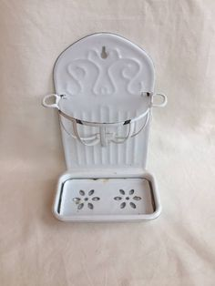 Vintage enamelware two-piece soap dish wall hanging