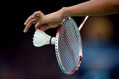 Proper Rocket Crip in Badminton. Badminton Swing for Beginners. Basic Footwork for Badminton Beginners. Sort Serve in Badminton. Badminton Smash, Badminton Tips, Badminton Sport, Badminton Racket, Tennis Racket, Cuba, Tennis Party, Latest Cricket News
