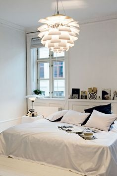 PH Artichoke Lamp – Inspiration Poul Henningsen - Home Page Modern Decor, Bedroom Decor, Minimalist Living, Home, Interior, Bedroom Inspirations, Bedroom Design, Home Decor, Monochrome Bedroom