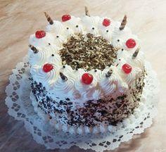 Az egyik legelengásabb, leggusztusosabb torta a fekete-erdő torta. A fekete-erdő torta valószínűleg Németországból származik és egy régi hagyományos női népviseletről kapta a nevét. Bár ez vitatott dolog, az biztos, hogy nagy népszerűségnek örvend.  Ezen a linken egy német fekete-erdő torta receptet olvashatsz német nyelven >> A csokoládés tészta, tejszínhab, egy kis fanyar meggy, cseresznye […]
