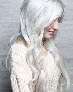 It's that real life platinum ice Elsa hair by @hairbyhm_ featuring extensions by the best @lacedhairextensions. So cool.