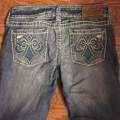 """Sinful jeans prelovedworn twice onlyi had it hemmedinseam is 26 1/4""""i'm 5ft Sinful Pants"""