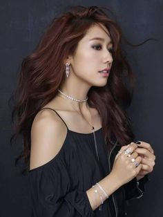 Actress Park Shin-hye recently did photo shoots for jewelry brand Swarovski to promote its 2016 fall-winter collection. The brand said that Park is its new model. Park Shin Hye, Korean Star, Korean Girl, Gwangju, Korean Beauty, Asian Beauty, Beautiful Asian Women, Most Beautiful, Asian Woman