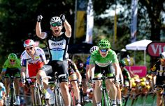 Tour de France: Mark Cavendish wins in Fougeres