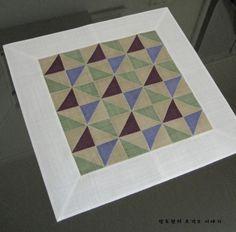 깔끔해서 좋다. 모시사선보 : 네이버 블로그 Handmade Crafts, Diy And Crafts, Arts And Crafts, Tea Cozy, Korean Art, Korean Traditional, Home Decor Fabric, Textile Patterns, Needlework