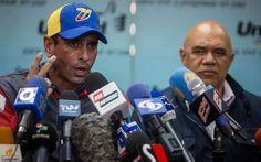 En #Venezuela PROHIBEN salida del País del #GobernadorDeMiranda #Capriles del #SecretarioEjecutivo de la #MUD #ChuoTorrealba y de 6 dirigentes más de la Oposición 59) @CESCURAINA/Prensa en Castellano en Twitter