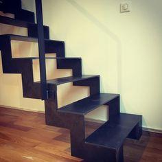 Escalier en acier verni