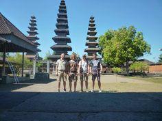 Dalle isole #Gili raggiungiamo #Mataram a #Lombok. Dovevamo partire subito per un tour di 4 giorni al Parco di #Komodo ma rimaniamo un giorno nella città.