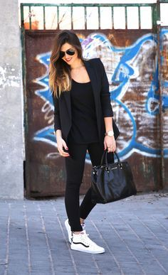 Adorable 45 Casual Chic Women's Blazer Outfits for Spring Summer Ideas Blazer Outfits, Sporty Outfits, Casual Fall Outfits, Mode Outfits, Sneaker Outfits, Sporty Style, All Black Outfit For Work, Converse Outfits, Fitness Outfits