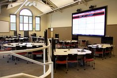 Indiana University Collaboration Studio showing group work tables and video wall for sharing work with the class. Learning Spaces, Learning Environments, Learning Centers, Learning Activities, Modern Classroom, Classroom Design, Classroom Setting, Art Classroom, Creative Kids Snacks