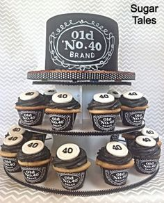 Jack Daniels inspired cake and cupcakes. Wrappers from EZ Party Printables on Et… Jack Daniels inspirierte Kuchen und Cupcakes. Jack Daniels Party, Festa Jack Daniels, Jack Daniels Cake, Jack Daniels Birthday, Jack Daniels Cupcakes, 40th Birthday Cakes For Men, 40th Bday Ideas, 40th Birthday Parties, Man Birthday
