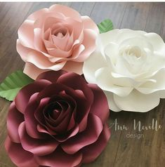 This Pin was discovered by Kel Large Paper Flowers, Giant Paper Flowers, Big Flowers, Paper Roses, Diy Paper, Paper Crafts, Diy Fleur, Paper Flower Backdrop, Flower Template