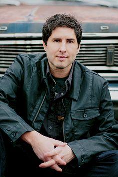Profile of 2016 Newbery Medal winner Matt de la Peña by Jennifer Buehler, July/August 2016 Horn Book Magazine: Special Issue: Awards