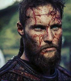 Crazy how much ubbe looks like Ragnar