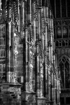 Beelden zijkant St. Jans kathedraal, Den Bosch.  Peije van Klooster