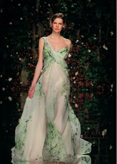 Margaery Tyrell - Abed Mahfouz Haute Couture fall 2011 I'm thinking springy garden wedding. Abed Mahfouz, Green Wedding Dresses, Wedding Gowns, High Fashion Dresses, Green Gown, Bridal And Formal, Silk Chiffon, Silk Satin, Beautiful Gowns