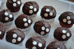 .:Lunch Box Lane:.: Bowling Cake & Cupcakes