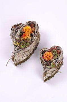 Polska Szkoła Florystyczna, Poland Leaf Flowers, Unique Flowers, Beautiful Flowers, Floral Centerpieces, Floral Arrangements, My Flower, Flower Art, Twig Crafts, How To Preserve Flowers