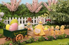 The Puddleford Duck family have prepared some decorations to celebrate Easter in Sylvania! Calico Critters Families, Little Critter, Vintage Easter, Nature Crafts, Dollhouse Miniatures, Crafts For Kids, Fun, Sylvanian Families House, 1980s Toys